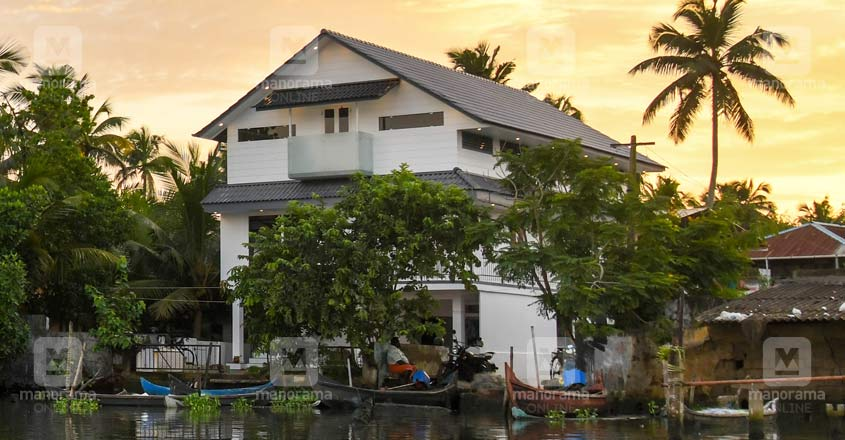 kumbalangi-house-lakeview