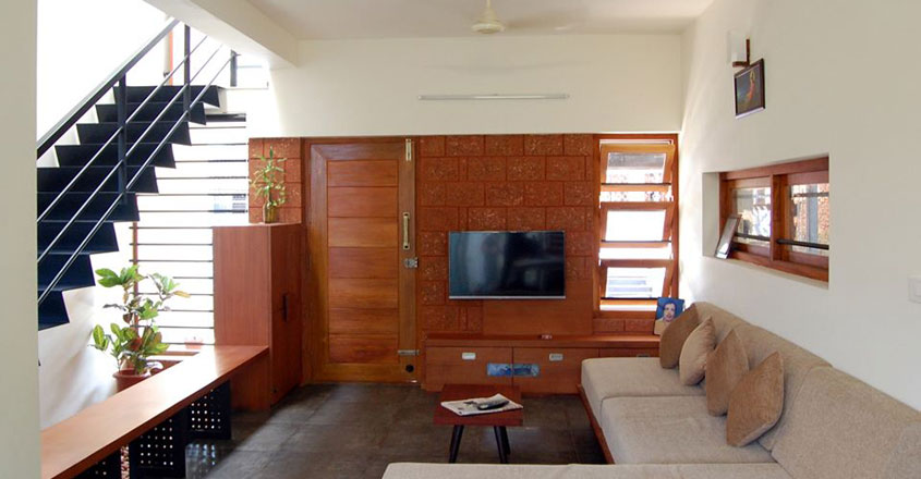 4-cent-house-kunnamkulam-living