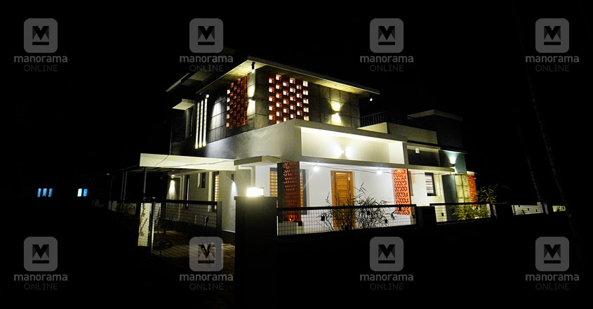 architect-own-house-thrissur-night