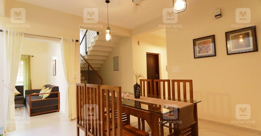 minimal-cute-house-adoor-hall