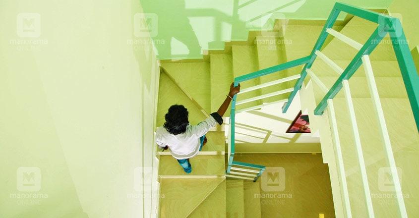 20-lakh-home-pathanathitta-stair