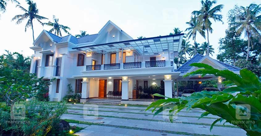 colonial-nri-house-thrissur-exterior