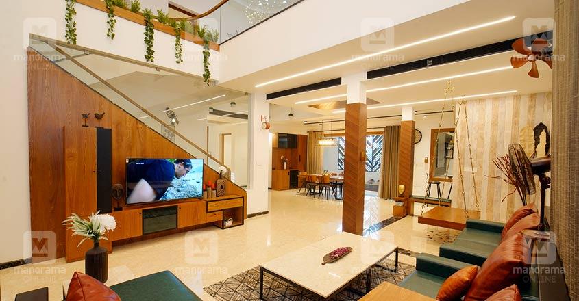 colonial-nri-house-thrissur-hall