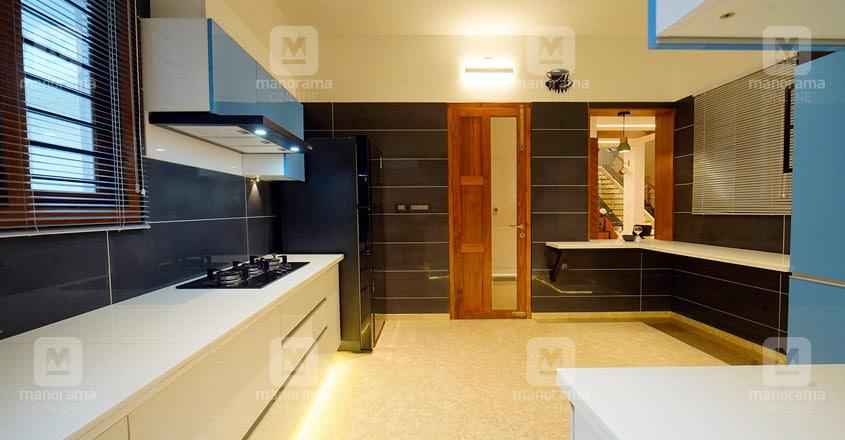 colonial-nri-house-thrissur-kitchen