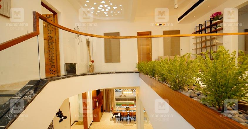 colonial-nri-house-thrissur-stair