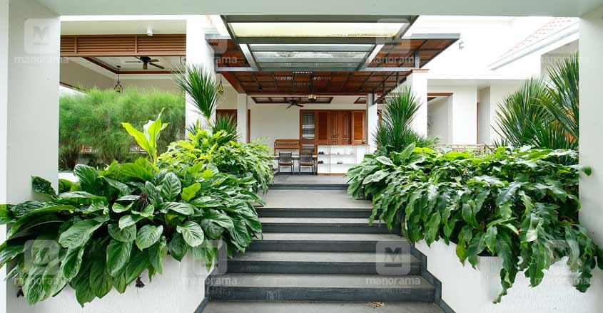 luxury-green-home-mangad-foyer