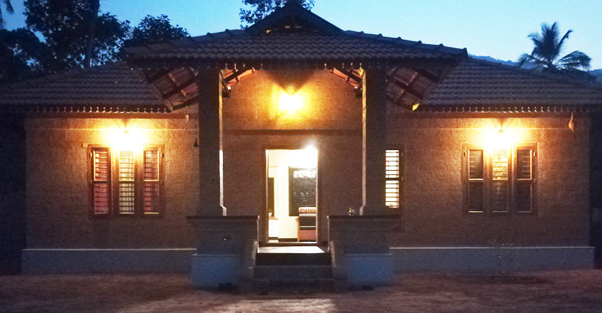 23-lakh-mud-house-night