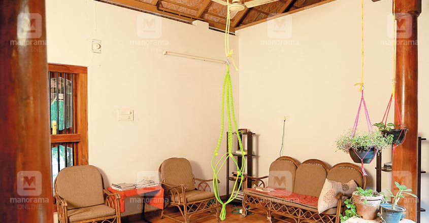 18-lakh-cool-home-palakkad-living