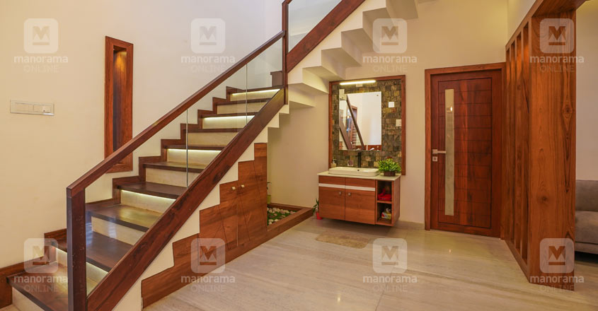 5-cent-home-naduvattom-stair