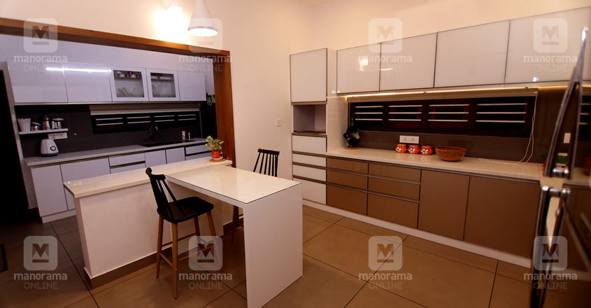 modern-house-edakkara-kitchen