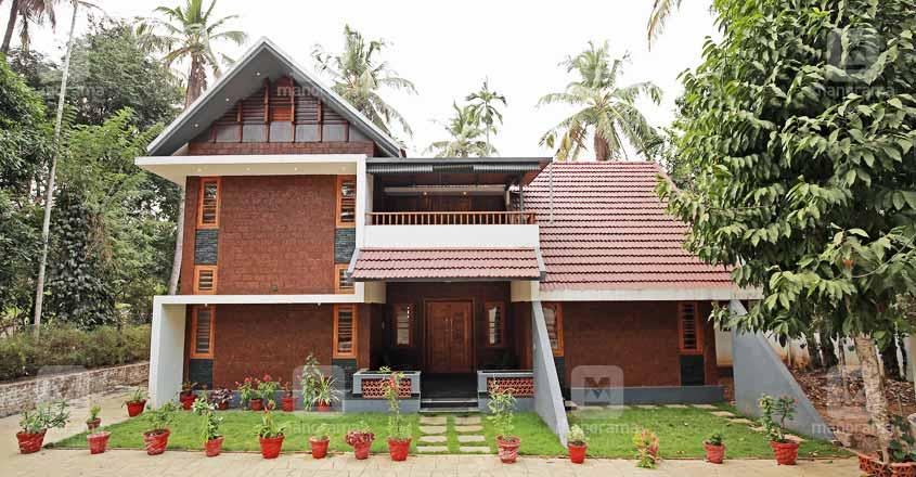 traditional-shornur-home