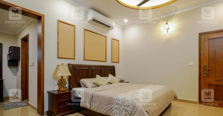 luxury-home-vadakara-bedroom