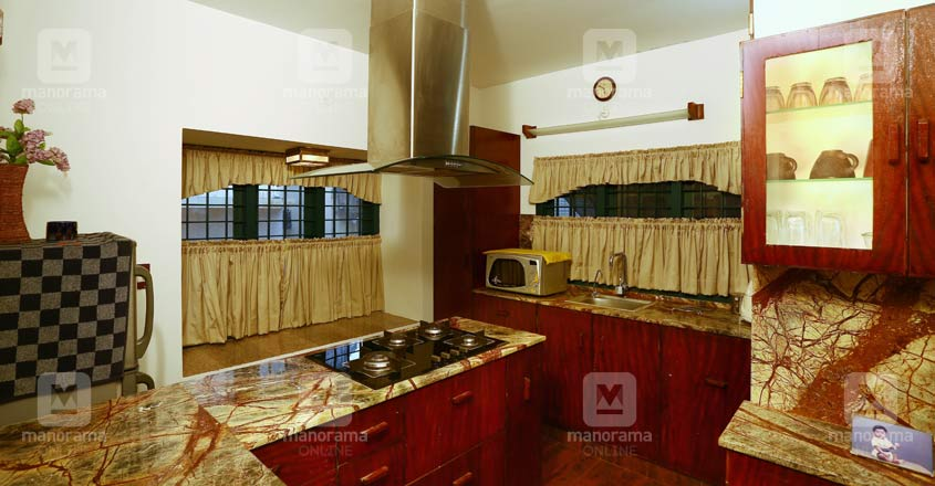traditional-home-edappilly-kitchen