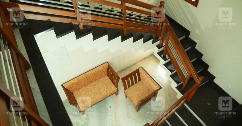 40-lakh-house-thrissur-stair