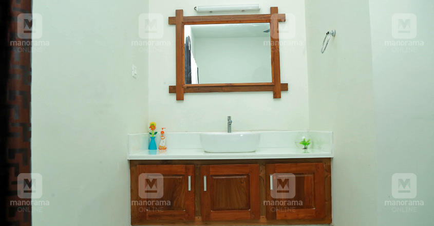 40-lakh-house-thrissur-wash