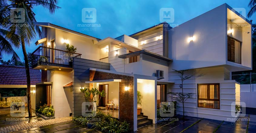 modern-fusion-home-manjeri-night