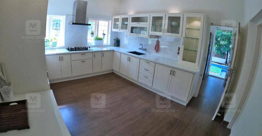 traditional-home-puthupally-kitchen