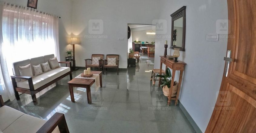 traditional-home-puthupally-living