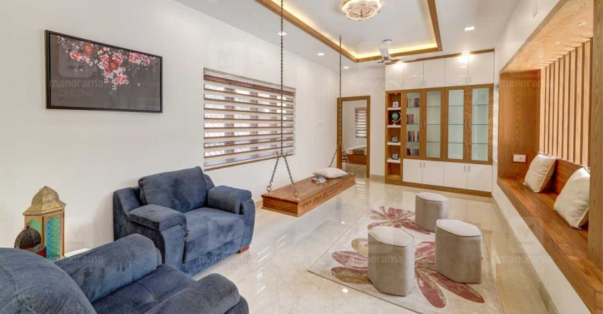 traditional-home-thrissur-living-hall