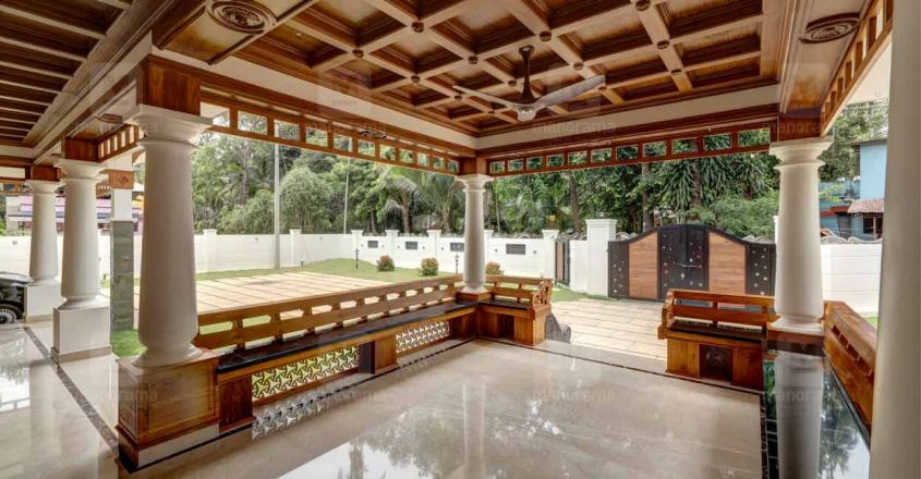 traditional-home-thrissur-porch