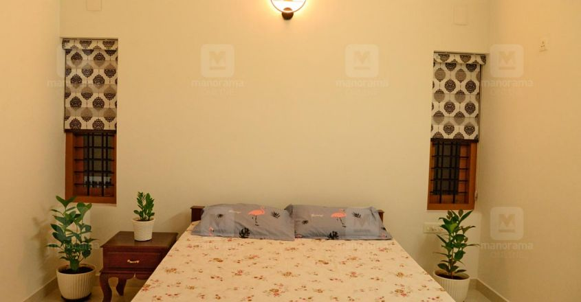 traditional-home-erumeli-bed