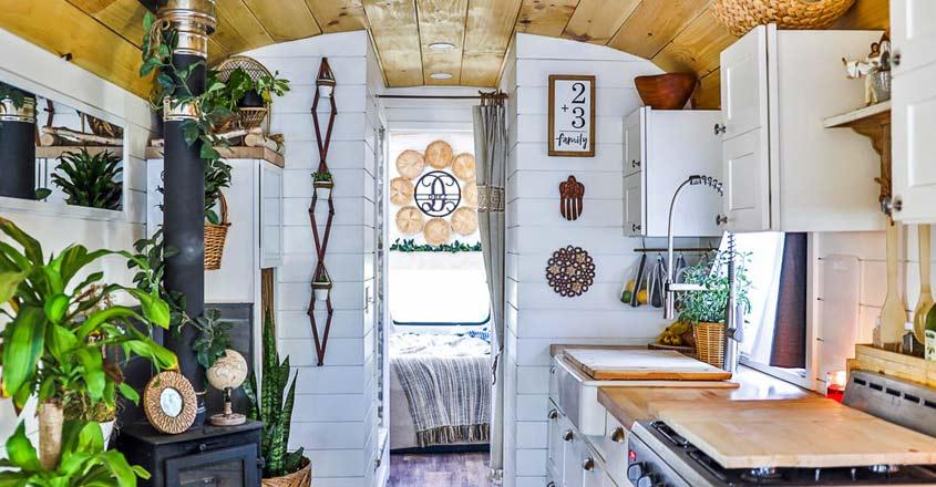 house-on-wheels-kitchen