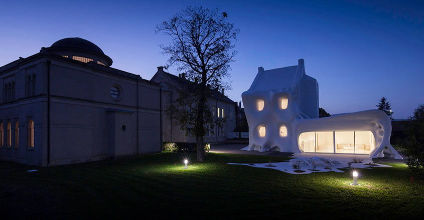 ghost-house-france-night