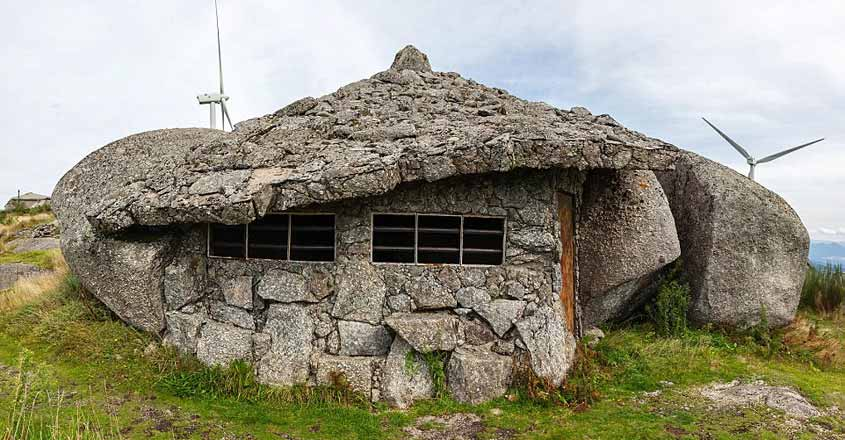 Flintstones-house-close