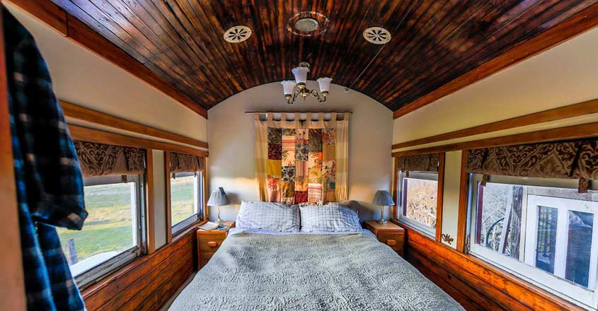 train-house-bed