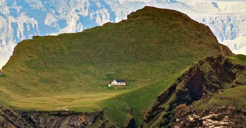 lonely-house-iceland