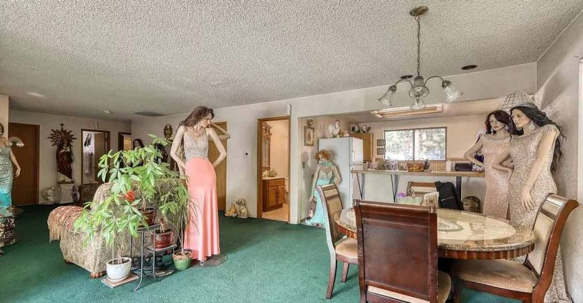 House-for-Sale-Mannequins-Dining-Room