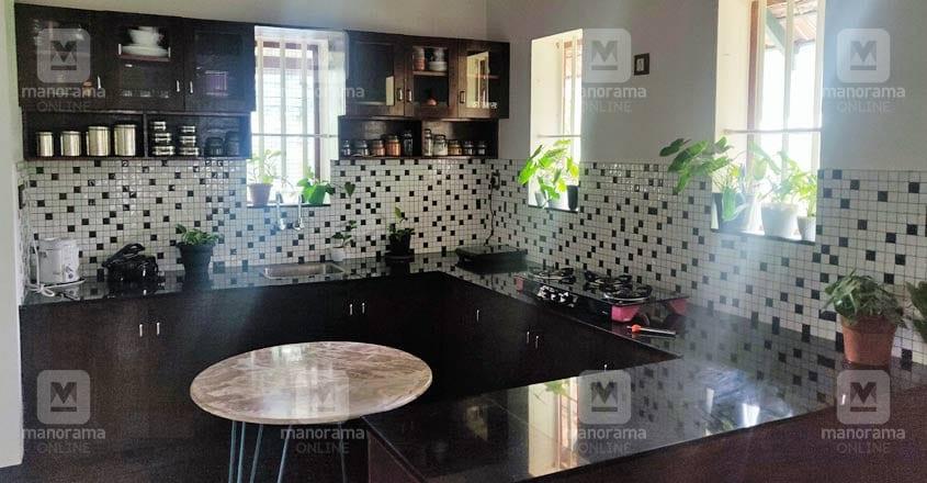 traditional-home-aluva-kitchen