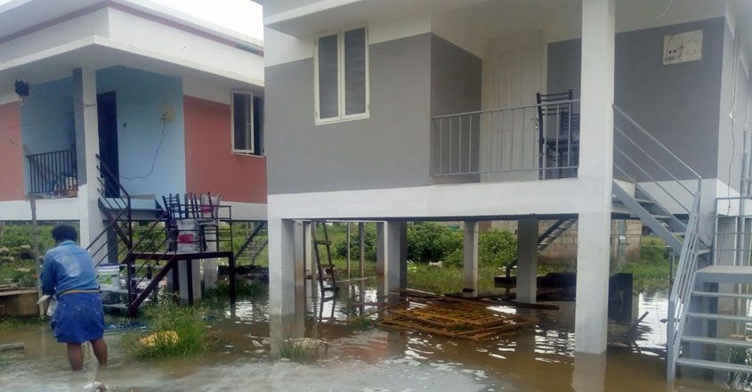 house-during-flood