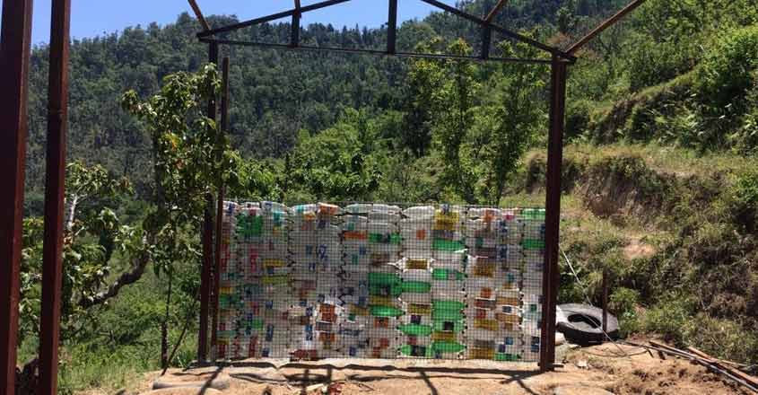 plastic-bottle-homestay-construction