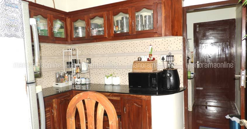 tini-house-kitchen