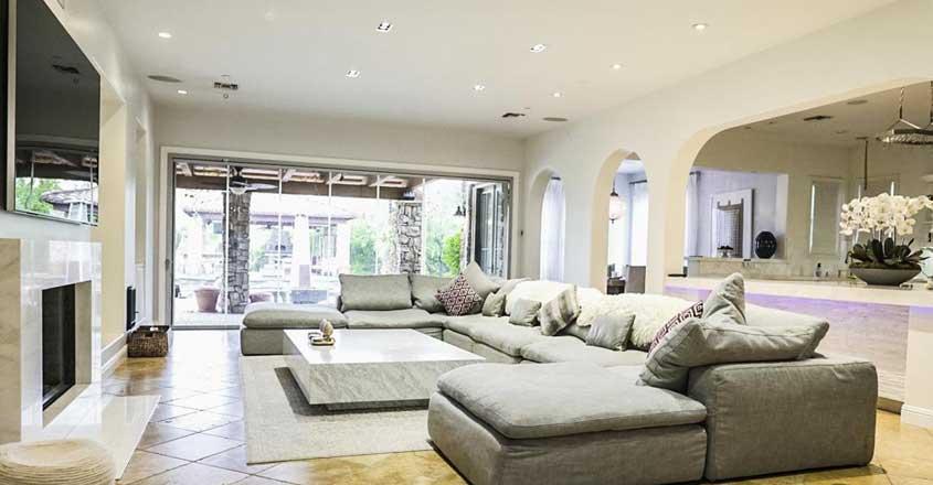 selena-gomez-home-inside