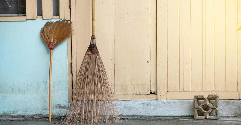 broom-vasthu-tips