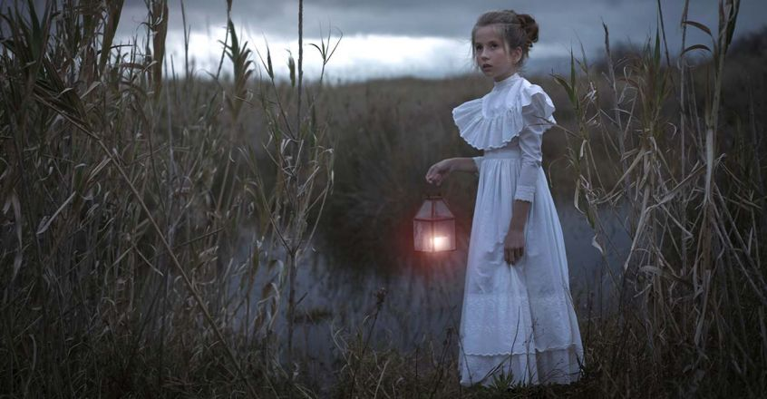 girl-with-lamp