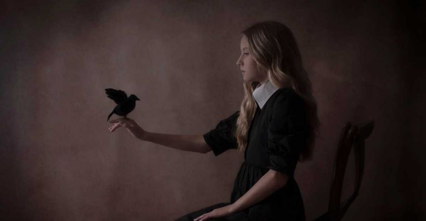 gothic-girl-holding-crow