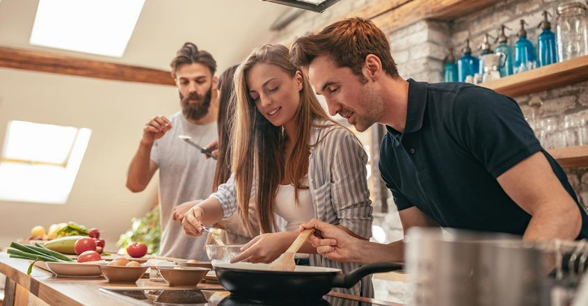 friends-cooking-kitchen-together