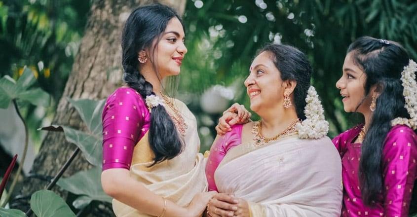 ahana-krishna-family1