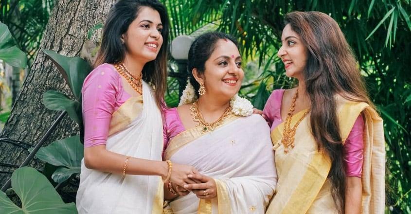 ahana-krishna-family2