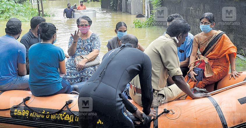 mallika-sukumaran-flood