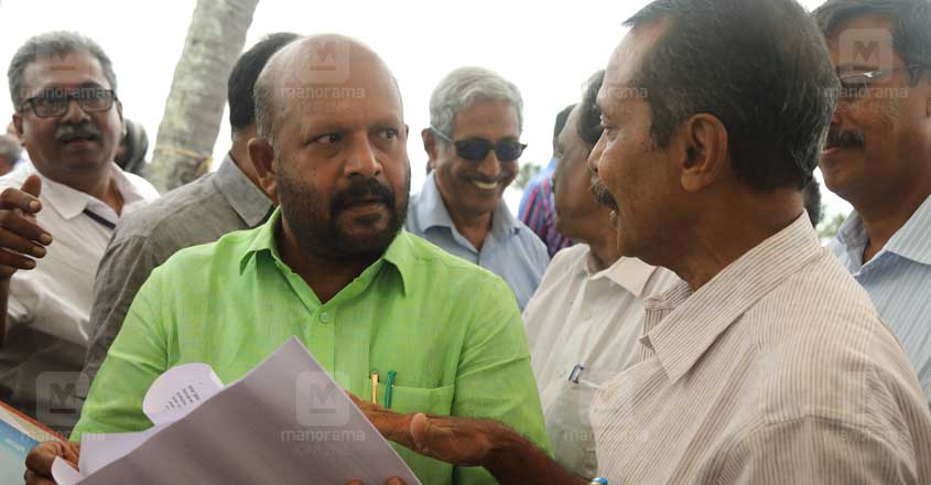 raju-pattassery-handing-over-the-report-to-agriculture-minister-vs-sunilkumar
