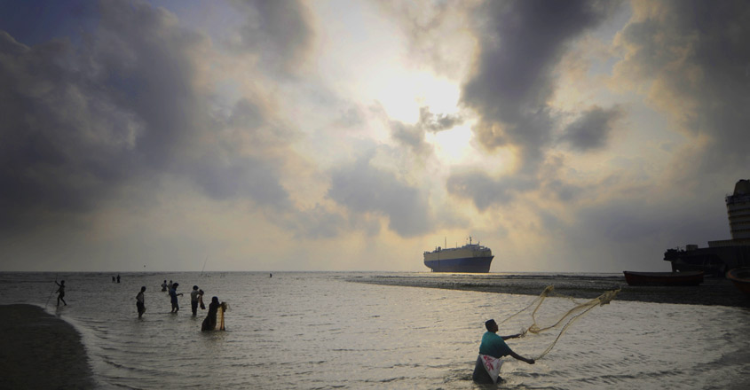 BANGLADESH-CYCLONE-FISHING