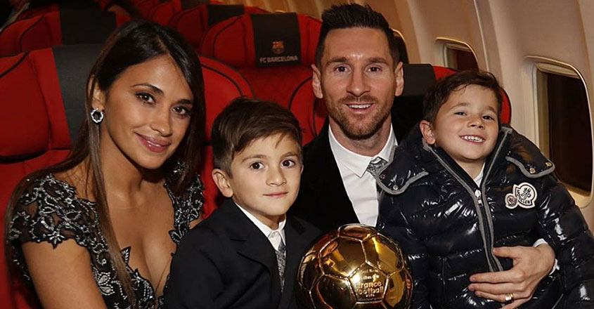 messi-and-family-with-award
