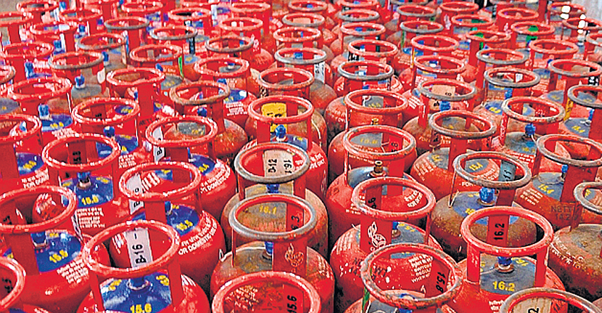 INDIA-ECONOMY-INFLATION-GAS