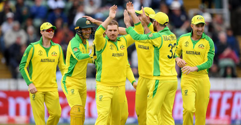 australian-players-celebrate-wicket-vs-pakistan