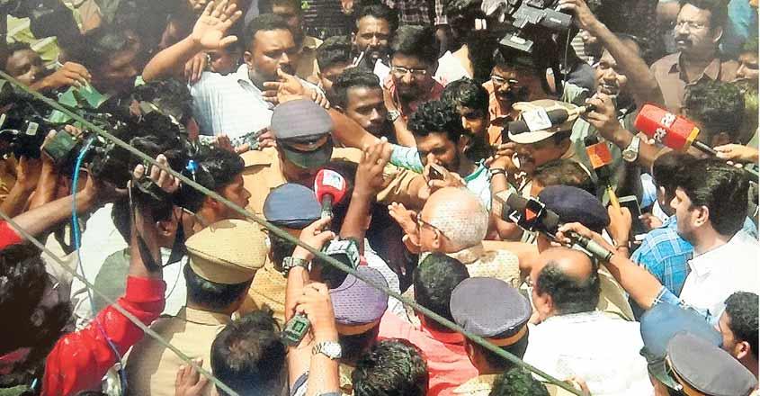 protest-against-krishnankutty