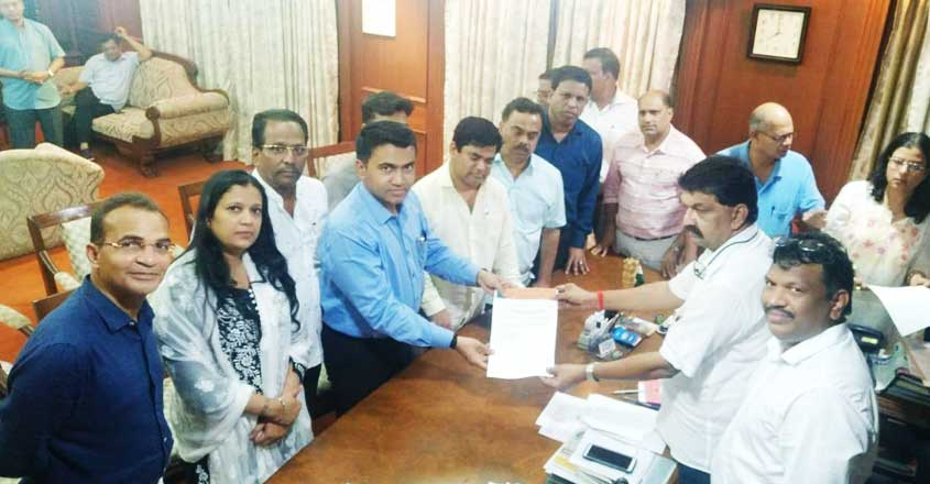 goa-congress-mlas-resigns